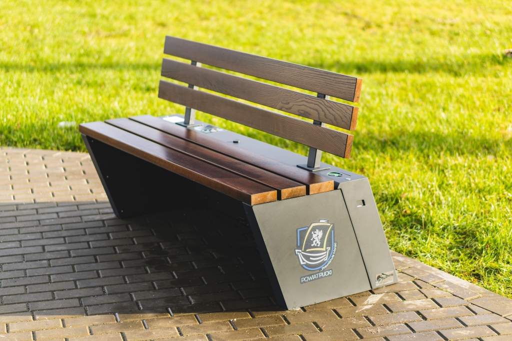 SEEDiA New Urban solar bench in Puck